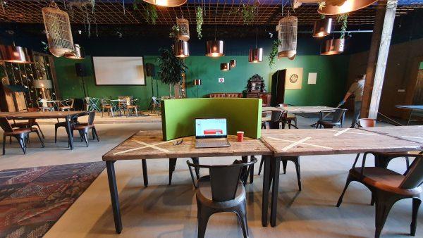 YOWS Hospitality in werk café